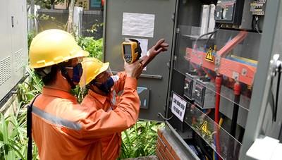 Nắng nóng đỉnh điểm, EVN khuyến cáo sử dụng điện tiết kiệm, an toàn