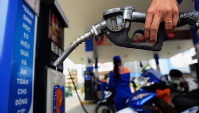 Xăng E5, dầu cùng tăng giá