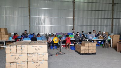 Phát hiện cơ sở tái sản xuất 2 triệu găng tay y tế đã qua sử dụng