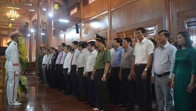 Quảng Bình: Lễ viếng, dâng hương Đền thờ Bác Hồ và các anh hùng liệt sỹ