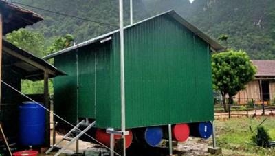 Nhờ khách du lịch hỗ trợ, một gia đình nghèo có nhà bè trước bão số 5