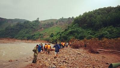 Quảng Bình: Tìm thấy thi thể người phụ nữ dân tộc Chứt bị lũ cuốn trôi 20 km