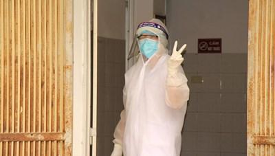 Bên trong bệnh viện dã chiến Chí Linh
