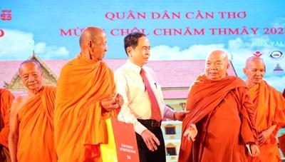 Ấm áp Tết Quân Dân mừng Tết cổ truyền Chôl Chnăm Thmây
