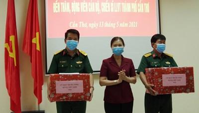 Phó Chủ tịch Trương Thị Ngọc Ánh thăm hỏi động viện cán bộ chiến sĩ phòng chống dịch