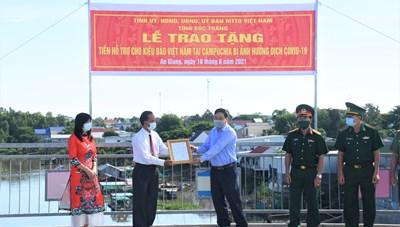 Sóc Trăng: Chia sẻ  với kiều bào Việt Nam tại Campuchia