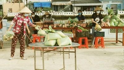 Ý nghĩa mô hình gian hàng '0 đồng' và Tổ 'đi chợ hộ' giúp dân mùa dịch