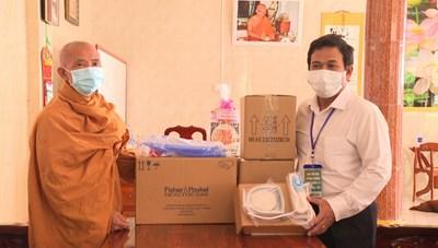 Tịnh xá Bửu An tặng máy thở oxy cao  cấp cho Bệnh viện tỉnh Bạc Liêu