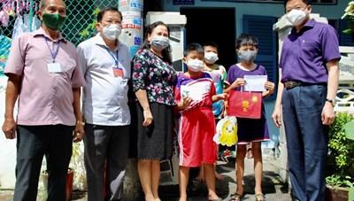 Cần Thơ trao 200 phần quà của Phó Chủ tịch nước cho trẻ em nghèo, đặc biệt khó khăn