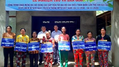 Trà Vinh: Bàn giao 98 căn nhà đại đoàn kết cho hộ nghèo