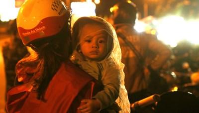 Cần Thơ: Trắng đêm hỗ trợ người dân trở về quê hương an toàn