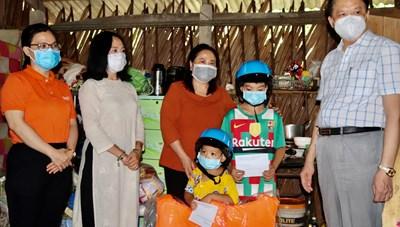 Cần Thơ: Hỗ trợ đợt 1 cho 11 trẻ em mồ côi cha mẹ vì Covid-19