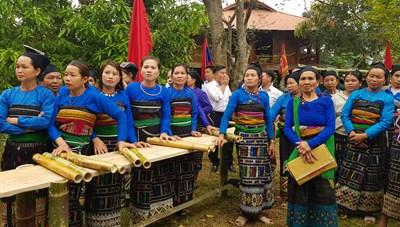 Thanh Hoá: Trao 'cần câu' cho người nghèo