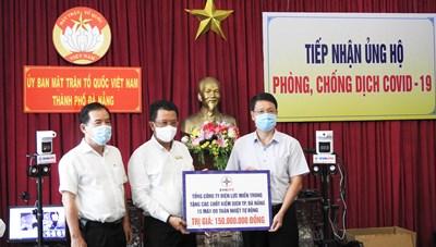 Mặt trận Đà Nẵng tiếp nhận gần 2 tỷ đồng ủng hộ Quỹ vaccine phòng Covid-19