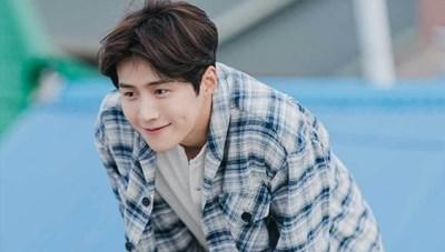 Kim Seon Ho mất những gì sau tâm thư xin lỗi vì ép bạn gái phá thai?