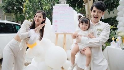 Gia đình Đông Nhi rạng rỡ trong ngày sinh nhật tròn tuổi của bé Winnie