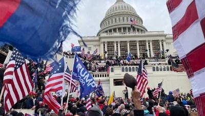 Mỹ: Người biểu tình náo loạn, xông vào Điện Capitol