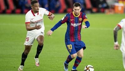 Messi may mắn thoát thẻ đỏ vì hành động chơi xấu đối thủ