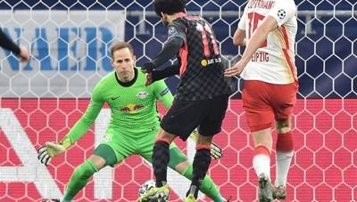 5 phút tưng bừng, Liverpool mở toang cửa vào tứ kết Champions League