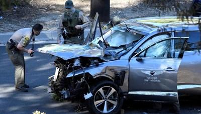 [ẢNH] Cận cảnh vụ tại nạn ô tô của Tiger Woods