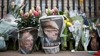 [ẢNH] Người dân Anh đau buồn trước sự ra đi của Hoàng thân Philip