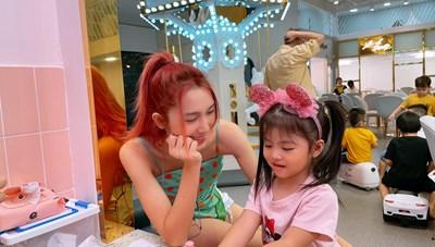 Sao Việt trong ngày: HLV The Voice Kids 2021 thích thú vì con gái điệu giống mình