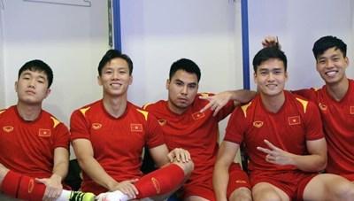 Sao Việt trong ngày: Văn Thanh cùng các đồng đội không thể bớt... đẹp trai