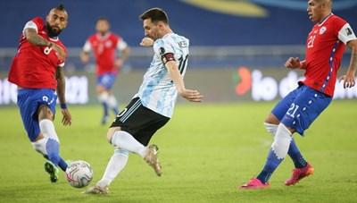 [VIDEO] Pha đá phạt chuẩn từng Centimet của Messi trong trận Argentina - Chile