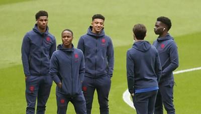 Đá hỏng Penalty, 3 cầu thủ Anh bị cổ động viên phân biệt chủng tộc