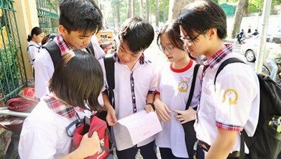 Tuyển sinh lớp 10 tại TP HCM và Hải Phòng: Đề thi vừa sức