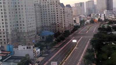 [ẢNH] TP Hồ Chí Minh: Các ngả đường không một bóng người sau 18h