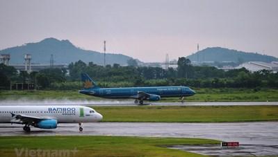 Các hãng hàng không hủy, lùi giờ bay hàng loạt chuyến vì bão số 2