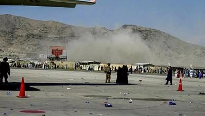 Đánh bom khủng bố làm rung chuyển sân bay Kabul