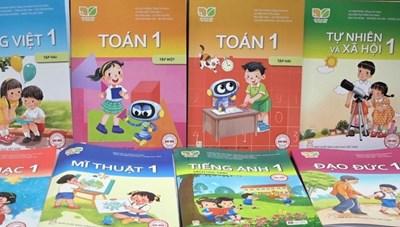 Phụ huynh than 'choáng' về tiền mua sách lớp 1