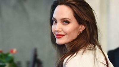 Angelina Jolie đạo diễn phim về phóng viên chiến trường Việt Nam