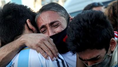 Hàng nghìn người xúc động tiễn đưa huyền thoại Maradona
