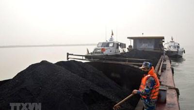 Bắt giữ vụ vận chuyển 500 tấn than không rõ nguồn gốc