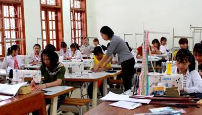 Đào tạo nghề, giải quyết việc làm để giảm nghèo bền vững