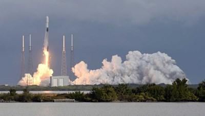 SpaceX phóng 143 vệ tinh cùng một tên lửa