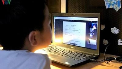 Bảo vệ mắt cho trẻ khi học trực tuyến