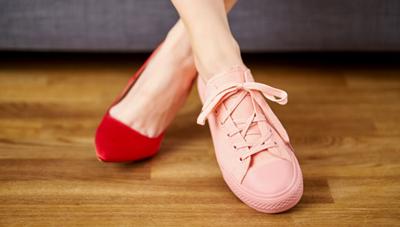 Mùi hôi chân: Nguyên nhân và cách xử trí
