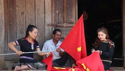 Buôn làng căng tràn sức sống, đồng bào vững tin theo Đảng