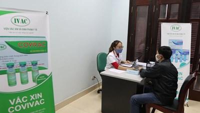 Hàng trăm tình nguyện viên đăng ký tiêm thử nghiệm vaccine COVIVAC