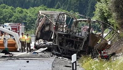 Nigeria: Xe buýt mất lái đâm vào cây, hơn 50 người thương vong