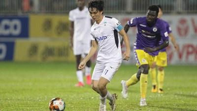 Tiền vệ Tuấn Anh báo tin vui với HLV Kiatisuk trước thềm đại chiến Hà Nội