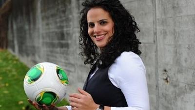 Nữ đội trưởng xinh đẹp, quyến rũ của bóng đá Palestine