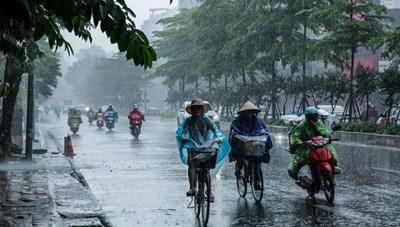 Thủ đô Hà Nội đêm nay mưa to, cảnh báo lốc sét, mưa đá