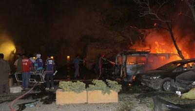 Đánh bom nhằm vào khách sạn ở Pakistan, nhiều người thương vong