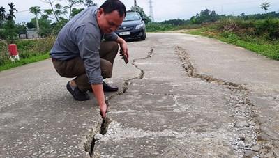 Thanh Hóa: Gần 5 tỷ đồng 1 km đường bê tông, chưa hết bảo hành đã nứt toác