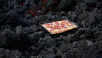 Nướng bánh pizza bằng hơi nóng dung nham núi lửa